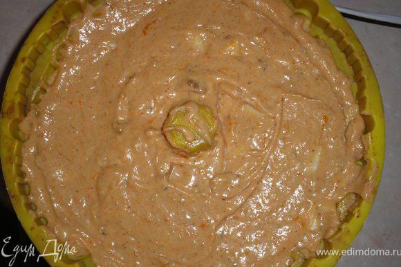Вливаем тесто в форму и выпекаем в разогретой духовке при темп.180гр. 60-70 минут.
