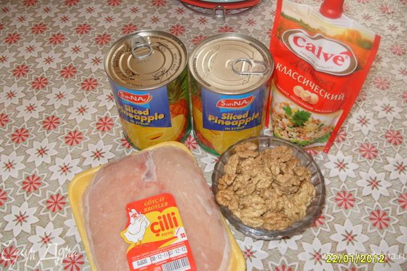 Отварить куриное филе.
