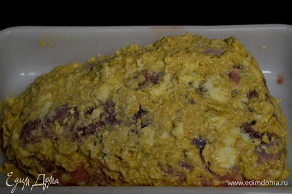 Смазать готовой смесью кусок ростбифа,накрыв его со всех сторон горчичной смесью.