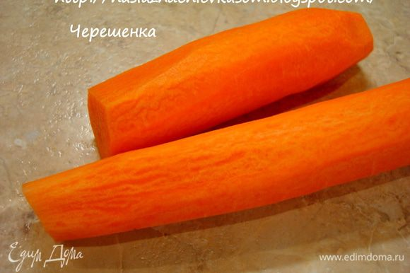 Пока жарятся сухарики, займемся салатом… Морковь почистить, вымыть…