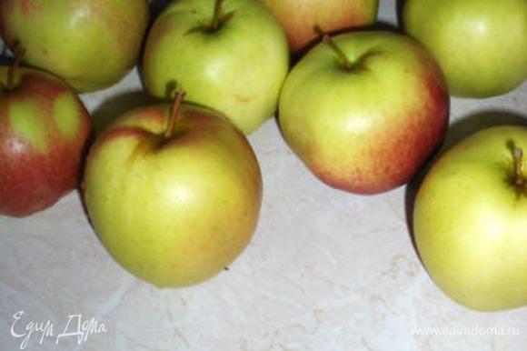 Нужны кисловатые яблоки.