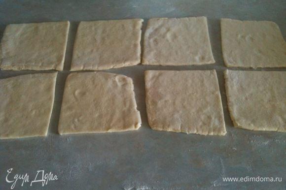 Тесто слегка раскатать и разрезать на квадраты, по размеру вафельницы...