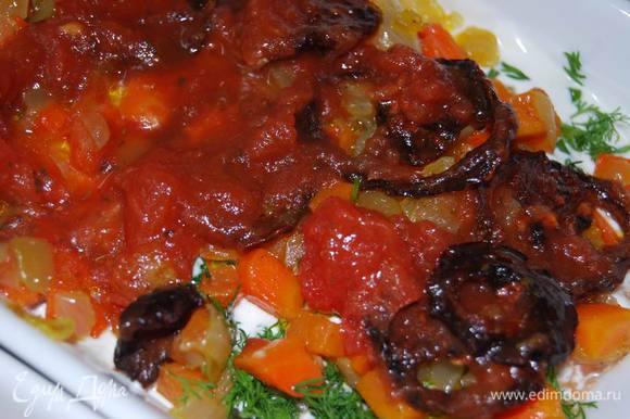 Помидоры (я смешала томаты кусочками в собственном соку и вяленые).