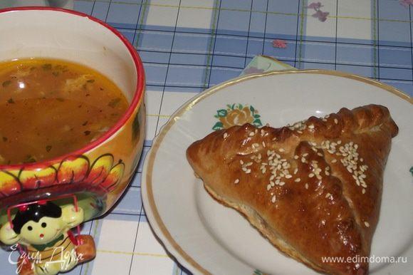 Ставлю в духовку и выпекаю при 160* 35-40 минут Подавать их хорошо с бульоном,супом и .д