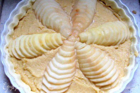 Выпекать при 180° около 40 минут. Если нужно, на последнии 10 минут можно прикрыть тарт фольгой. Готовый тарт смазать для блеска слегка подогретым абрикосовым джемом или присыпать сахарной пудрой.