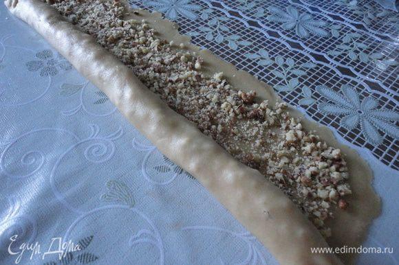 Из ингредиентов делаем песочное тесто,отправляем в холод на 1час.После этого раскатываем пласт (тесто желательно раскатать тонко) в виде квадрата , посыпаем толчёными орехами с сахаром и скатываем рулетом.
