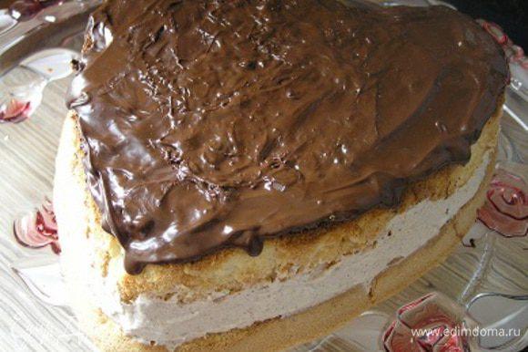 Сверху смазать остатками растопленного шоколада. ***Я пыталась добиться ровности и красивости :) и в итоге слой получился толще, разрезать потом торт было сложно, поэтому советую использовать ганаш: шоколад 100 г + сливки 60 мл + коньяк 10 мл, тогда шоколад не будет так быстро застывать и стечет красивыми каплями***
