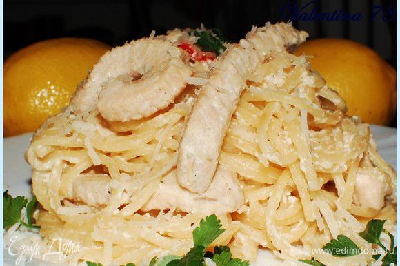 Когда соус сготовился.Добавила спагетти.Прогрела. Подавала с зеленью петрушки и тертым пармезаном.