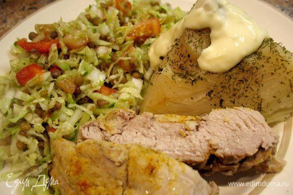 Капусту съели в первую очередь... она настолько нежная и вкусная,пропитанная ароматами мяса получилась...ммм...)