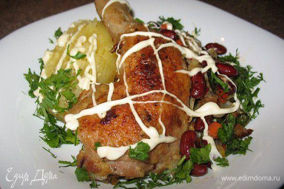 Пожарила ножки курицы и добавила овощную смесь,специи и готово!!!