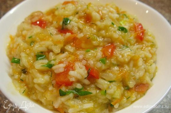Ризотто-постное.... рис крахмалистый варим с постоянным добавлением кипятка... ,помидор,перец красный болг.,морковка,лук,чеснок-обжариваю на сковородке,а затем добавляю в готовый рис и перемешиваю...в конце добавить зелень.