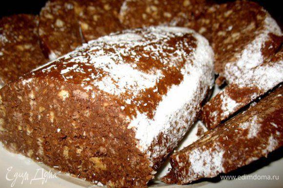 Осталось около 1кг. песочного печенья..подсохло.. Растолкла печенье,добавила сгущёнку с какао,растопила чуть масла слив.,добавила кокосовой стружки..перемешала...делала рулет,посыпала стружкой какоса ..в пакет завернула и в холодильник..через 2ч готово)