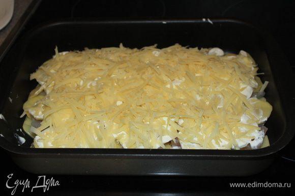 Посыпать тёртым сыром и поставить в разогретую до 180 градусов духовку. Готовить около 40 минут. Приятного аппетита! :)