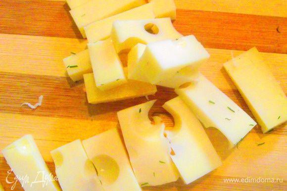 Сыр порезать.