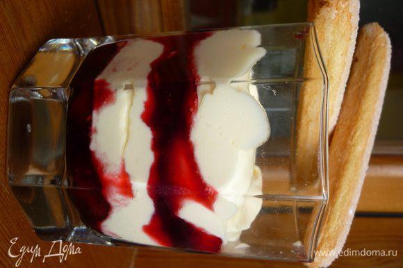 Выкладываем слой вишни-слой крема-слой вишни-слой крема.Украшаем бисквитом савоярди и приятного аппетита!!!