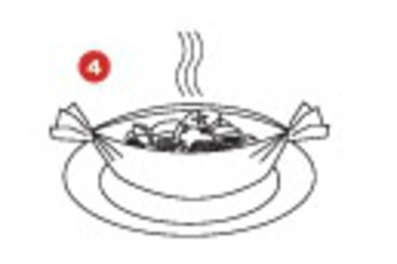 Готовьте в духовке при температуре 200 градусов около 25 минут, или же пока яблоки не станут мягкими.