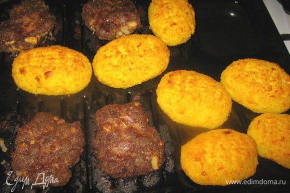 Сегодня опять эти котлетки только уже на сковороде жарила очень моим понравилось....они в горячем и холодном виде улёт) А остывшие мне больше понравились!!!