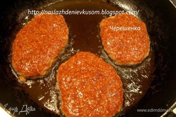 Обжарить оладушки на растительном масле буквально по 1-2 минуты с каждой стороны, только для того, чтобы оладушки «схватились»…