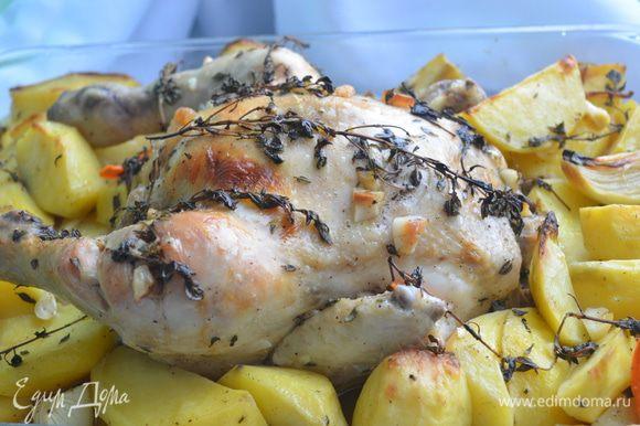 Приготовление: Чеснок почистить и измельчить. Сделать надрезы на ножках курицы. Натереть ее чесноком, перцем , солью , листочками тимьяна, полить оливковым маслом. Положить в форму. Кожу на грудке слегка поднять и положить под нее кусочки сливочного масла. Лук, картофель почистить и порезать на четвертинки. Морковь брусочками. Овощи посолить , поперчить, добавить веточки тимьяна и оливковое мало, перемешать и выложить к курице. Положить пару веточек сверху. Накрыть фольгой. Запекать в разогретой до 200 градусов духовке под фольгой 30 минут и без нее, до аппетитной корочки на курице. МИР ВАМ!