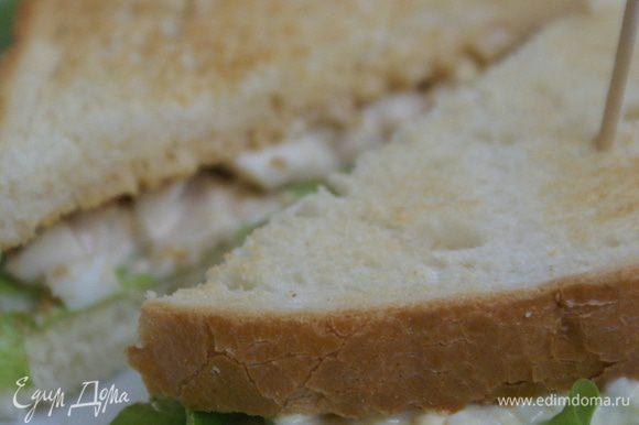Советы: Не стоит класть много салата, потому что когда будете есть, он может вытечь. Если хлеб сильно подсушить будет сложно есть.
