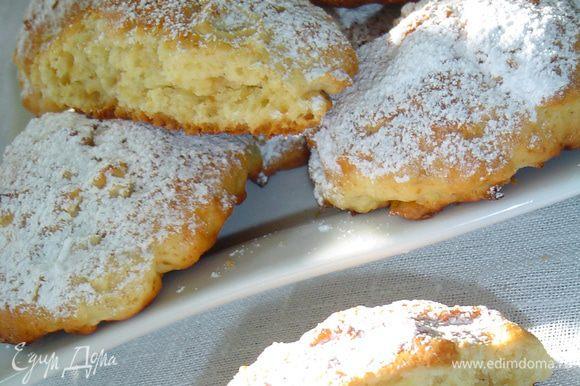 Готовое печенье посыпаем сахарной пудрой и наслаждаемся!