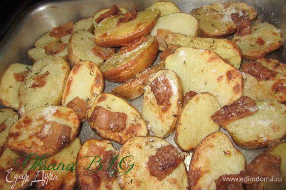 С запеченным картофелем с салом.