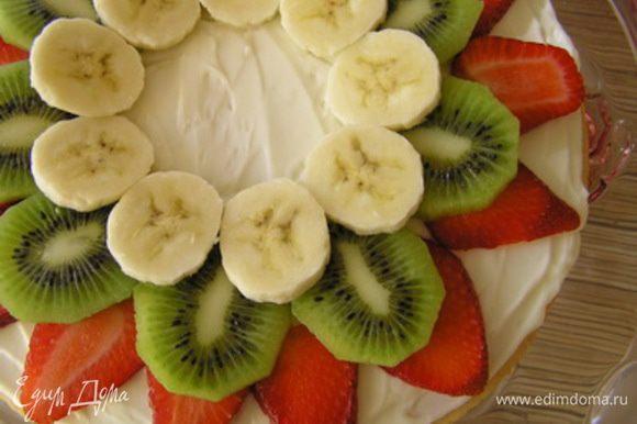 следом кружочки банана (следите за тем, чтобы толщина фруктов была одинаковой),