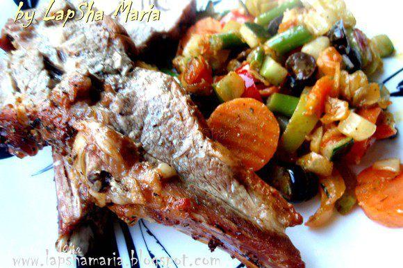 Подавать можно с овощным рагу и приготовленным соусом, который как нельзя кстати подходит к запеченному мясу. Очень вкусно! Приятного аппетита!