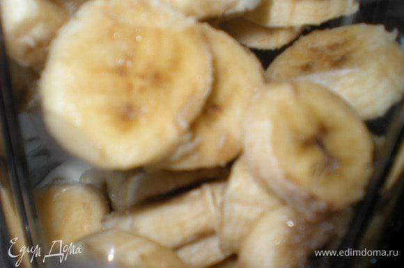 День второй. В блендере соединить замороженные бананы, йогурт и щепотку корицы.