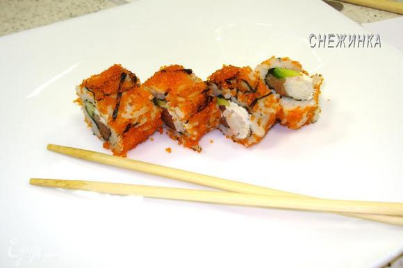 Подаем с соевым соусом и маринованным имбирем! Итадакимас! (что в переводе с японского – Приятного аппетита!:))