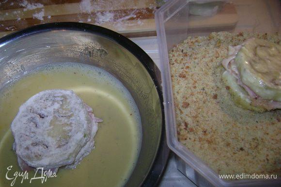 Обмакиваем в муке потом в яйце(с молоком взбить),потом в сухарях.