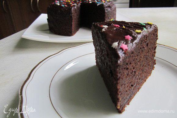 Подержите торт немного в холодильнике и подавайте к чаю или кофе)))