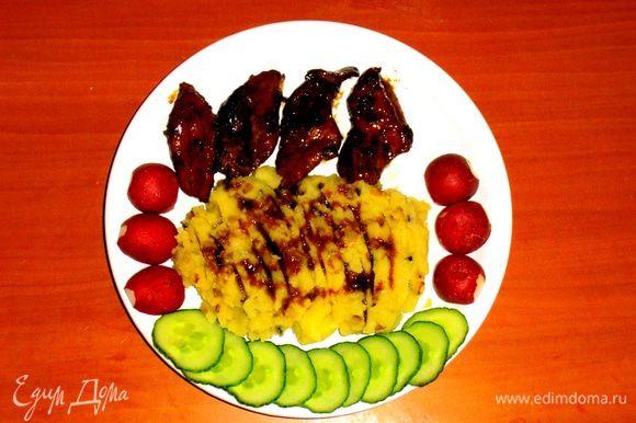 Если полить пюре ещё соусом от мяса(http://www.edimdoma.ru/retsepty/43374-svinina-v-souse-iz-balzama),то оторваться от него невозможно!