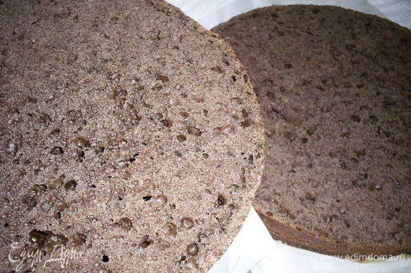 Приготовим бисквит по рецепту http://www.edimdoma.ru/retsepty/43619-shokoladnyy-biskvit-vsegda-udachnyy-i-prostoy-v-prigotovlenii. Разрежем на 2 коржа.