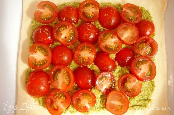 сверху выложить помидоры...