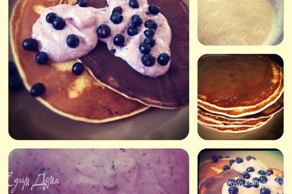 Для крема давим наши ягодки, добавляем сахарную пудру, рикотту и сметану. Всё хорошо размешиваем. Вот и готов чудный десерт) Приятного Вам аппетита!