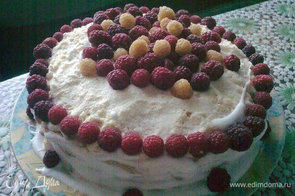 Взбиваем сливки и обмазываем весь торт. Украшаем любыми ягодами, мятой и т.д.