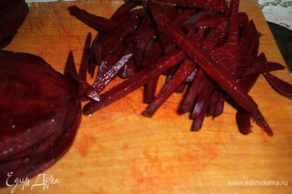 Свеклу тоже можно в блендере натереть, но когда руками нарезано - вкуснее получается блюдо. Проверено!!!