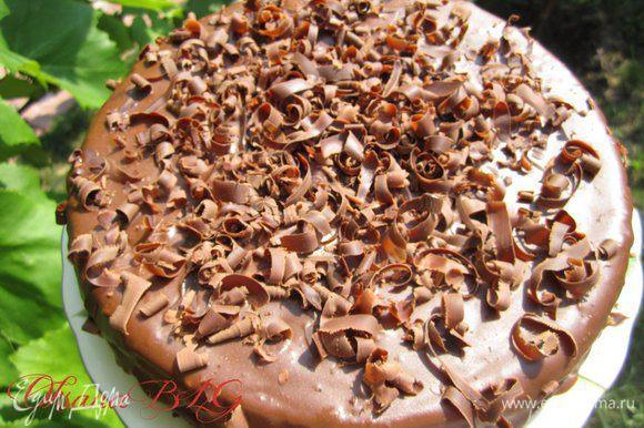 Украсить тертым шоколадом. Такие интересные завитушки получаются если шоколад натереть овощечисткой.
