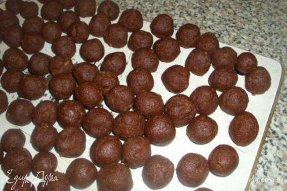 Охладить массу и сформировать маленькие шарики (диаметром 1-1,5 см).