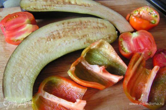 Овощи разрезать и посолить
