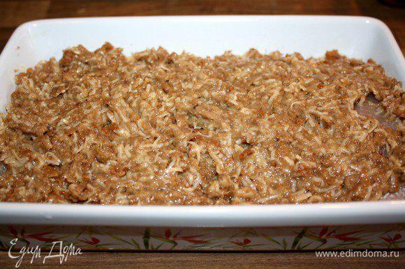 Укрыть рыбное филе хлебной массой и выпекать в разогретой до 200*С духовке около получаса.Подавать с бланшированными овощами.Приятного аппетита!