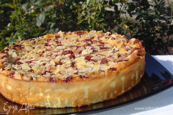 Выпекаем около часа при 180 гр. Пирог следует остудить в духовке при открытой дверце.
