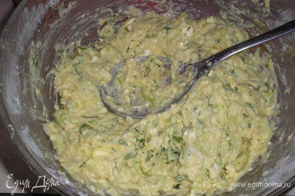 Добавляем кабачки и хорошо вымешиваем. тесто получается довольно густое.