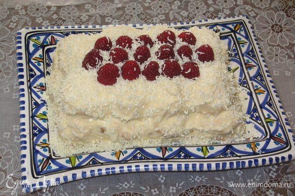 Украсить любыми свежими ягодами и поставить в холодильник на 1-2 часа. После охлаждения торт готов. Счастья Вам!
