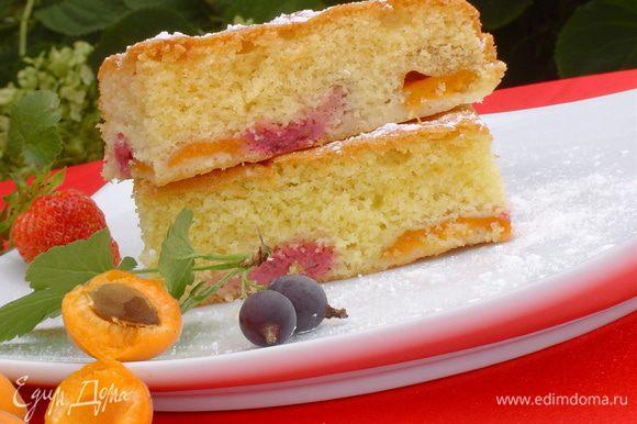 Готовый пирог посыпаем сахарной пудрой. Приятного аппетита!!!