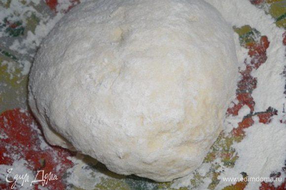 добавить муку и замесить тесто, оставить на подход на 1.5-2 часа