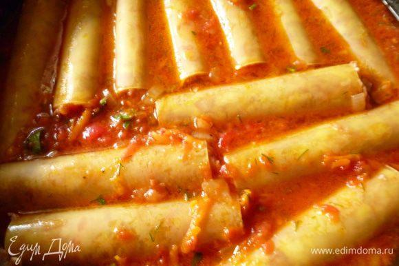 Затем выкладываем их в сковородку с соусом, ставим сковородку на небольшой огонь, закрываем крышкой и тушим 20-25 минут. Приятного вам аппетита!