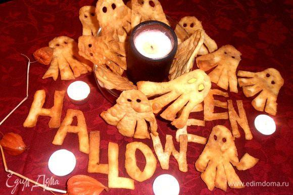 Буквы выкладываем на тёмном фоне и оставляем на весь праздник, как декор,а остальное хрумкаем!