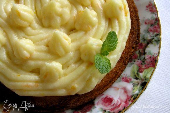 Если выпекать в формах диаметром 10-12 см, то можно оформить как тарт.
